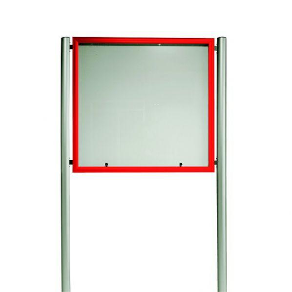 vitrine d 39 ext rieur clair e avec cadre rouge sur pied a. Black Bedroom Furniture Sets. Home Design Ideas